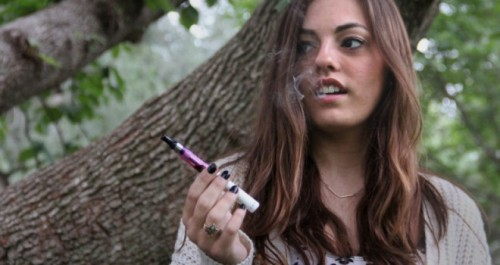 girl e-cigarette